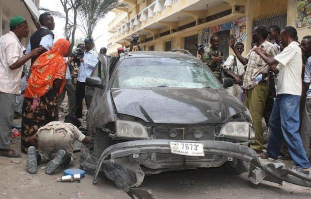 Un député et ancien ministre somalien a été tué lundi dans l'explosion de la voiture qu'il devait conduire et plusieurs passants alentours ont également été blessés, dans la capitale somalienne Mogadiscio, a-t-on appris auprès de responsables policiers et de témoins. – Abdirashid Abdulle afp.com