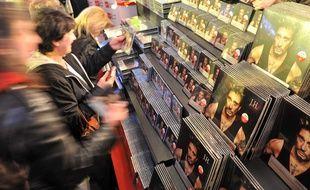 Au lendemain de la disparition de Johnny Hallyday et à l'approche des fêtes de fin d'année, de nombreux fans vont vouloir s'offrir un album, un vinyle ou un produit dérivé à l'effigie du rockeur.