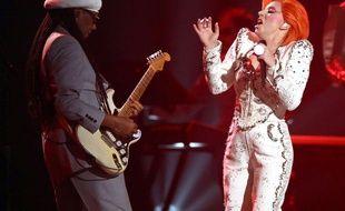 Lady Gaga a rendu hommage à David Bowie lors des Grammy Awards, le 15 février 2016.