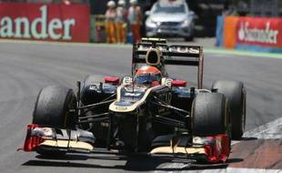 Le Français Romain Grosjean (Lotus) a abandonné au 40e tour du Grand Prix d'Europe de Formule 1, dimanche après-midi sur le circuit de Valence, à cause d'un problème technique, alors qu'il était 2e à moins d'une seconde de l'Espagnol Fernando Alonso (Ferrari).