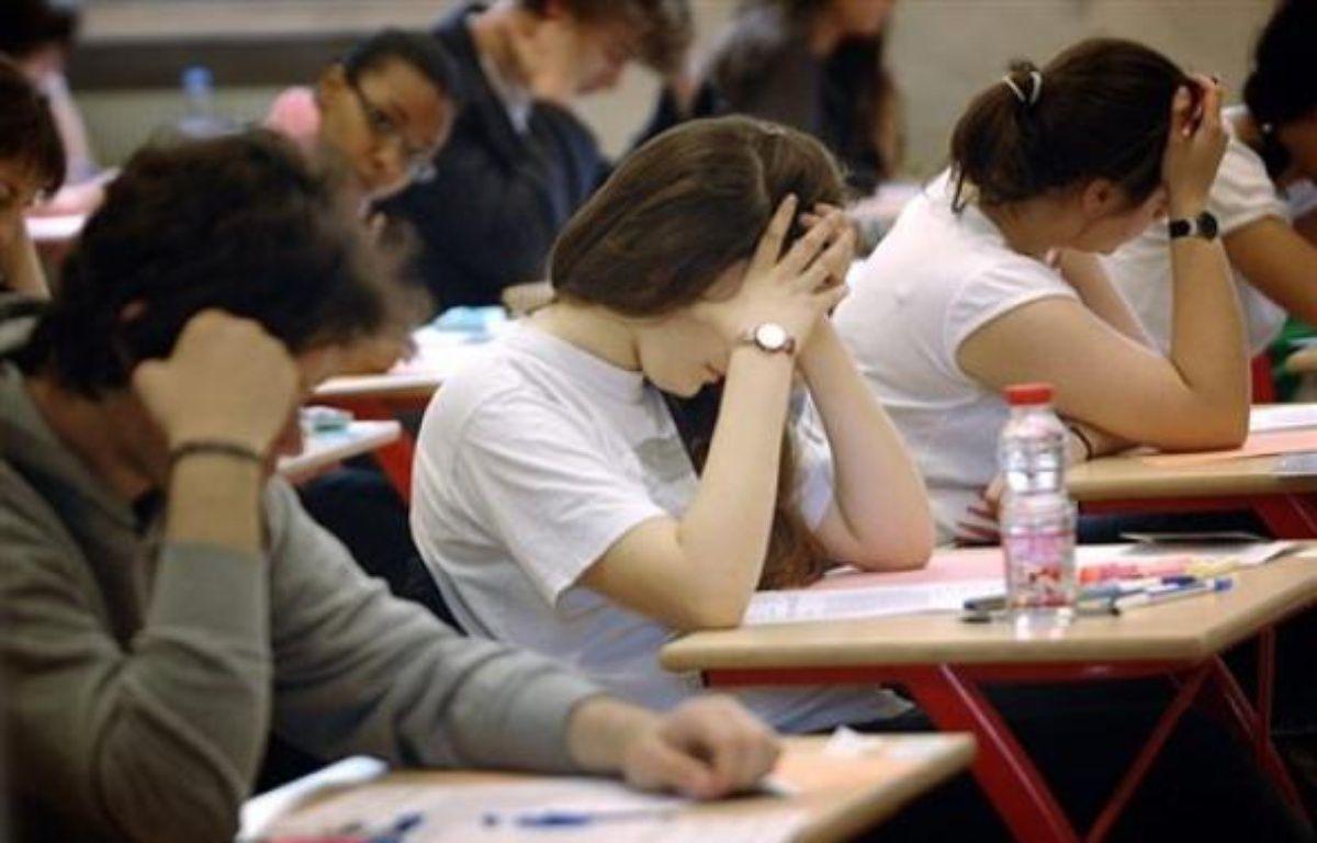 Le baccalauréat 2009 commencera le 18 juin, soit plus tard que les années précédentes, et les conseils de classe de fin d'année seront retardés afin que les élèves des collèges et lycées continuent à apprendre tout au long du 3ème trimestre, selon le ministère de l'Education. – Martin Bureau AFP/Archives