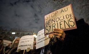 Comme ici devant l'ambassade de Syrie le 15 décembre, plusieurs rassemblements ont déjà eu lieu à Paris cette semaine.