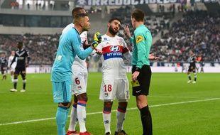 Deux pénaltys sifflés contre les Lyonnais au cours du match. Le premier est plus que litigieux...