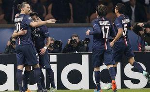 Ibrahimovic et ses coéquipiers célébrent un but face à l'Ajax, le 25 novembre 2014