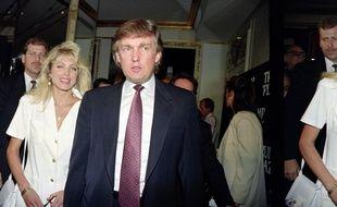 Donald Trump avec sa fiancée Marla Maples au Plaza Hotel de New York, le 9 juillet 1991.