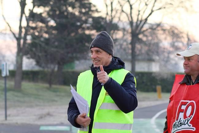 Philippe Poutou (CGT) était au rendez-vous pour le traçage devant l'usine Ford de Blanquefort