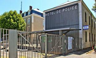 Le policier manceau a été percuté dans la nuit de mercredi à jeudi.