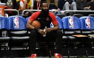 James Harden a tenté de calmer le jeu après le tweet polémique du DG des Rockets, en vain.