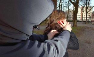 Une jeune femme se fait voler son téléphone portable