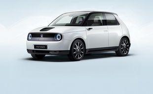 Délicieusement rétro dans son design, la Honda e est surtout très moderne à l'intérieur et dans ses choix techniques.