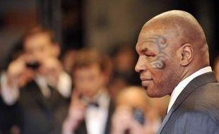 L'ancien boxeur américain Mike Tyson, visiblement intimidé, a reçu une émouvante ovation au Festival de Cannes, avant et après la projection du documentaire que lui a consacré son compatriote James Toback et qui était présenté vendredi soir dans la section Un Certain Regard.