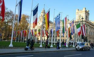Les drapeaux des pays membres de l'Otan devant le Parlement britannique, à Londres le 2 décembre 2019.