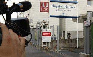 L'entrée de l'hôpital Necker, le 1er mai 2009.