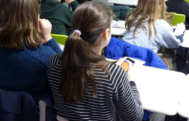 Une élève de l'école Massillon à Paris lors d'un atelier