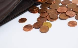 Un portefeuille et de la monnaie (Illustration)