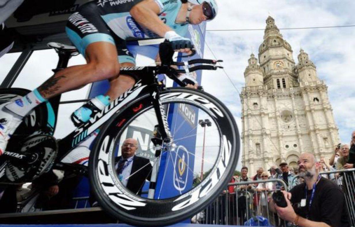 Sylvain Chavanel (Omega Pharma) a remporté jeudi le titre de champion de France du contre-la-montre pour la quatrième fois, après 2005, 2006 et 2008, sur un parcours de 48,5 kilomètres autour de Saint-Amand-les-Eaux (Nord). – Philippe Huguen afp.com