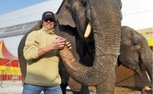 Les deux éléphantes sont pensionnaires du cirque depuis quarante ans.