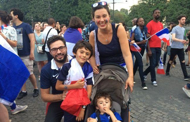 Nadia et Edwin et leurs deux enfants sont venus fêter la victoire des Bleus sur les Champs-Elysées.
