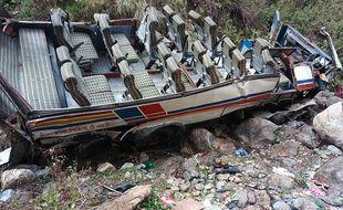Le bus accidenté dans le district de Pauri Garhwal au nord-est de New Delhi le 1er juillet.