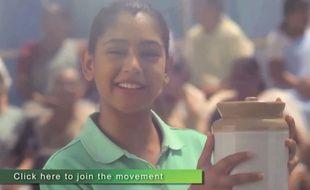 «Elle a touché le cornichon!», une publicité qui brise le tabou des règles.