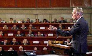 Le Premier ministre Jean-Marc Ayrault a lancé mardi, au terme d'une grande conférence sociale - innovation destinée à réformer dans la concertation - une multitude de négociations avec le patronat et les syndicats pour redresser la compétitivité et sauver l'emploi.