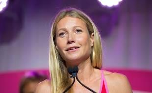 Gwyneth Paltrow pose en lingerie fine dans un supermarché pour le magazine Harper's Bazaar