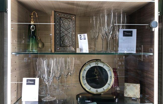 Vue d'une vitrine du magasin Everso à Paris.