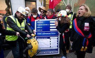 Manifestation anti-gaz de schiste organisée par Sauvons les riches, le 2 février 2011 sur les Champs Elysées.