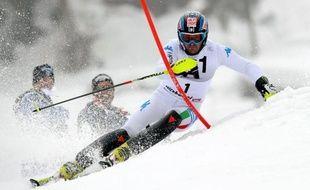 L'Italien Cristian Deville s'est offert à 31 ans sa première victoire en Coupe du monde de ski alpin au slalom de Kitzbühel, un succès néanmoins éclipsé par la controverse autour de l'Autrichien Marcel Hirscher, qui a tendance à enfourcher les piquets.
