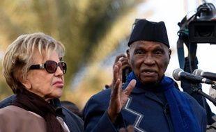 L'ancien président sénégalais Abdoulaye Wade s'exprime lors d'une réunion politique, au côté de sa femme Viviane, le 4 février 2015 à Dakar