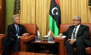 La Libye rendait hommage jeudi à l'ambassadeur Chris Stevens et aux trois autres Américains tués dans l'attaque contre le consulat des Etats-Unis à Benghazi (est), où les habitants se préparaient à manifester vendredi contre l'extrémisme et les milices armées.