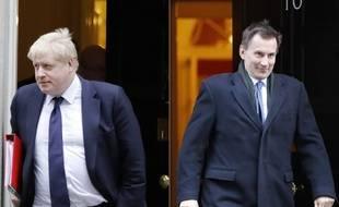 Boris Johnson (à gauche) et Jeremy Hunt sont dans la dernière ligne droite pour succéder à Theresa May.