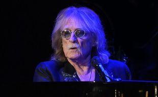 Le chanteur Christophe sur scène à Paris, en 2019.