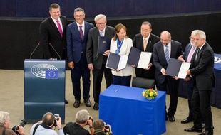 L'ancien secrétaire générale des Nations unies, Ban Ki-moon, lors de la signature de l'accord de Paris sur le climat, le 10 avril 2016.