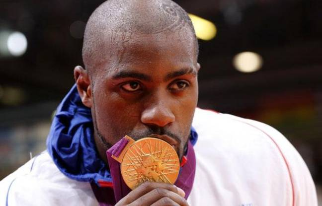 londres 2012 teddy riner je vais m me dormir avec cette m daille. Black Bedroom Furniture Sets. Home Design Ideas
