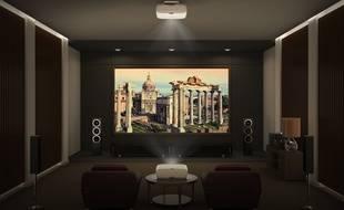 Dans une salle dédiée ou au salon, un vidéoprojecteur permet d'obtenir une image de 2 à 5 mètres de base.