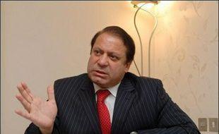 Le retour d'exil de l'ancien Premier ministre Nawaz Sharif, autorisé jeudi par la Cour suprême et annoncé vendredi comme imminent, fragilise un peu plus le président Pervez Musharraf, de plus en plus contesté au Pakistan à l'approche des élections.