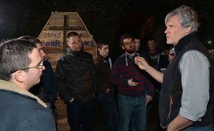 Le 21 février 2016, vers 20h, plusieurs dizaines d'agriculteurs se sont rendus devant le domicile de Stéphane Le Foll, dans la Sarthe. Le ministre de l'Agriculture a discuté une heure avec eux.