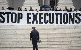 Une manifestation contre la peine de mort devant la Cour suprême le 17 janvier 2017 à Washington D.C
