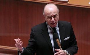 Le ministre délégué au Budget, Bernard Cazeneuve, a annoncé mercredi à l'Assemblée nationaleque près de 16.000 contribuables qui avaient des comptes bancaires à l'étranger s'étaient déclarés depuis fin juin à l'administration fiscale, dont 80% étaient titulaires de comptes en Suisse.