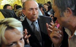 """Le sénateur-maire (PS) de Lyon, Gérard Collomb, assuré de sa réélection après avoir remporté six arrondissements sur neuf dès dimanche soir, estime lundi que le PS doit """"évoluer en interne"""" et faire """"sa mue culturelle"""", plutôt que de s'interroger sur l'attitude vis-à-vis du MoDem."""