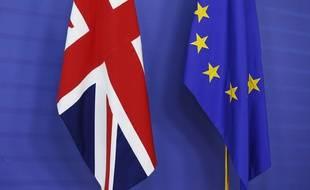 Les drapeaux du Royaume-Uni et de l'Union européenne (UE). Un référendum sur l'appartenance du Royaume-Uni à l'UE aura lieu le 23 juin 2016.