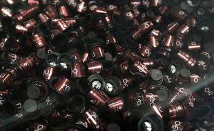 Des capsules de café avant remplissage.