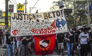 Une manifestation contre l'enseigne Carrefour, à Porto Alegre le 23 novembre 2020.