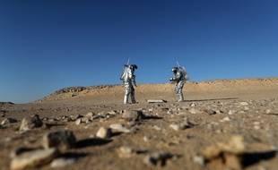 Des astronautes à Oman, lors d'une simulation de vie sur Mars, en février 2018.