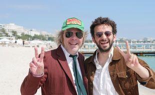Philippe Katerine et William Lebghil sur la plage de la Quinzaine à Cannes.