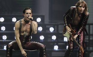 Deux des membres de Måneskin lors de la finale de l'Eurovision 2021