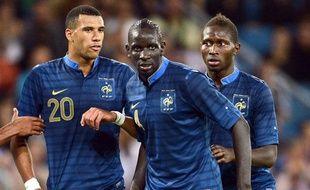 Mamadou Sakho et Mapou Yanga-Mbwia, avec Etienne Capoue à gauche, lors d'un match amical face à l'Uruguay, le 15août 2012