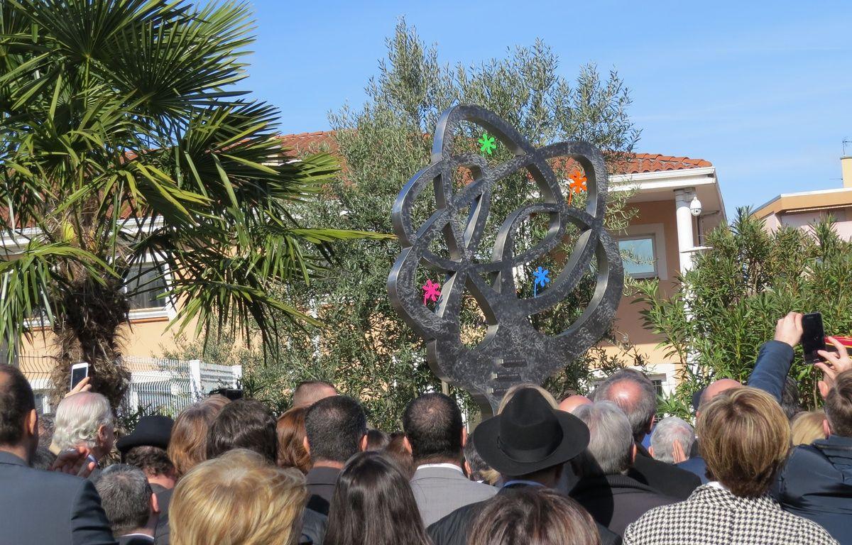 L'Arbre de vie, une sculpture de Charles Stratos, a été dévoilé dans la cour de l'école Ohr Torah, le 19 mars 2017, cinq ans après les tueries de Merah à Toulouse. – B. Colin / 20 Minutes
