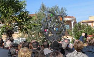 L'Arbre de vie, une sculpture de Charles Stratos, a été dévoilé dans la cour de l'école Ohr Torah, le 19 mars 2017, cinq ans après les tueries de Merah à Toulouse.